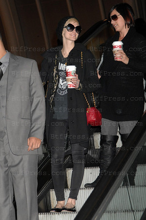 Ashlee Simpson arrived fron New York in Los Angeles Airport,California.