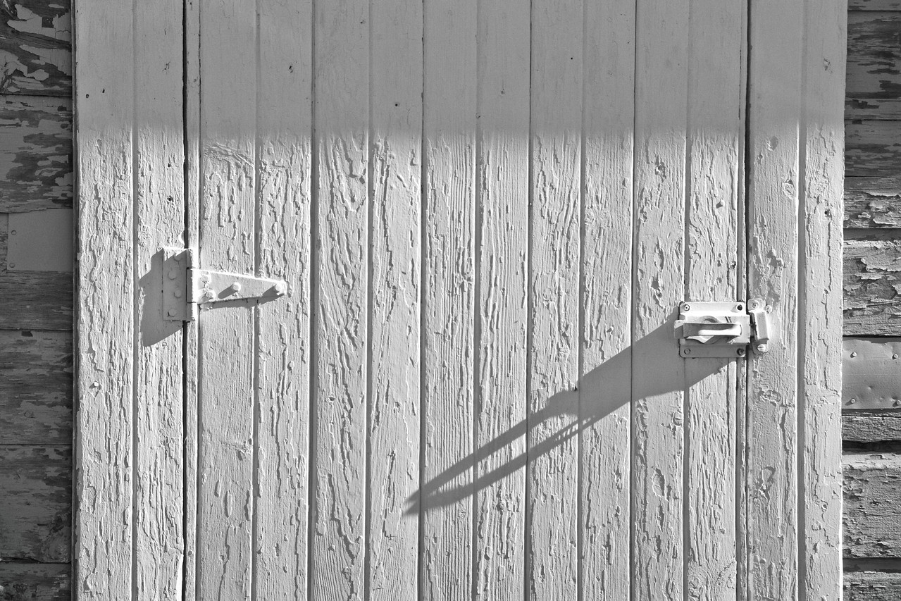 Farmstead - building - granary - door texture and shadow