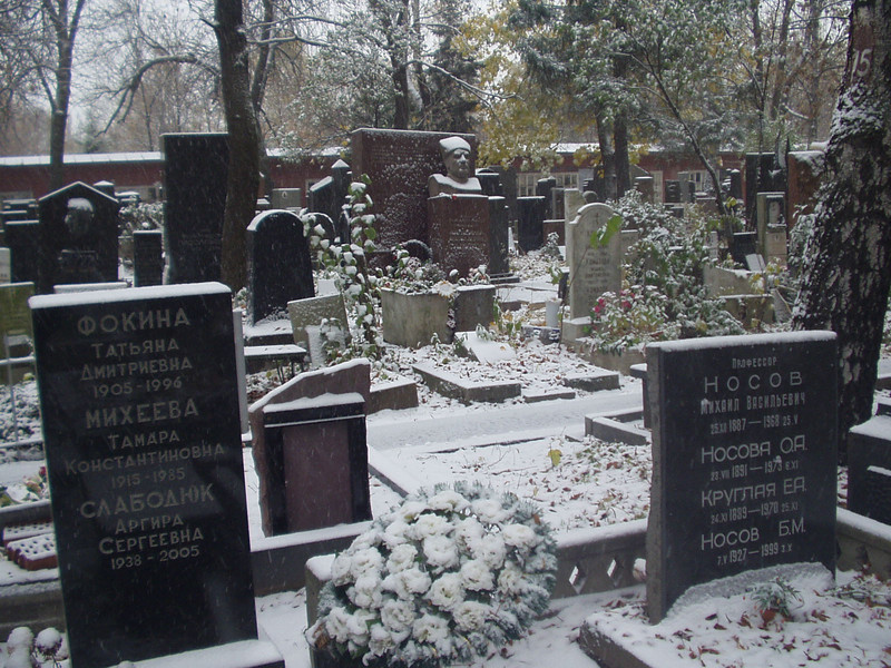 graveyard01.jpg