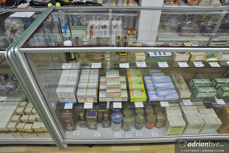Tourist shopping items