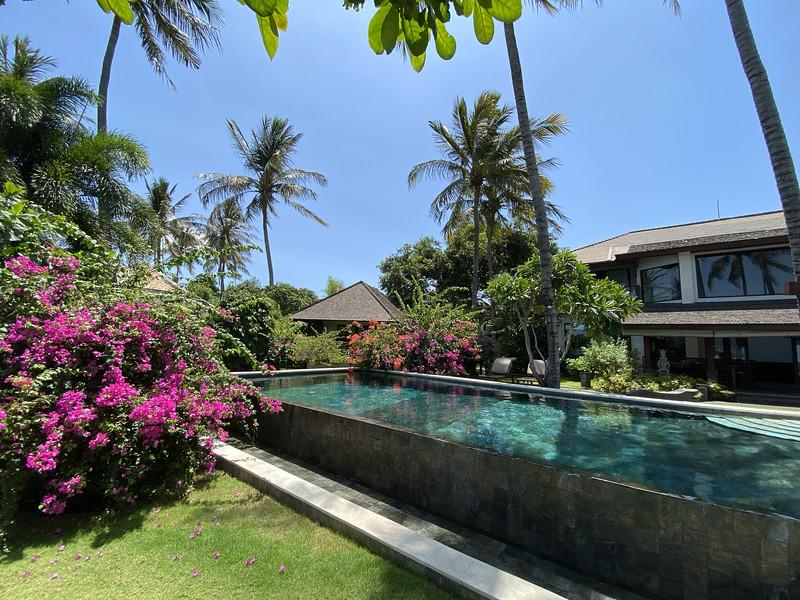 Villa Markisa infinity pool