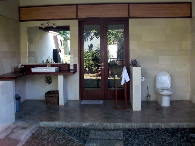 Outdoor bathroom facilities