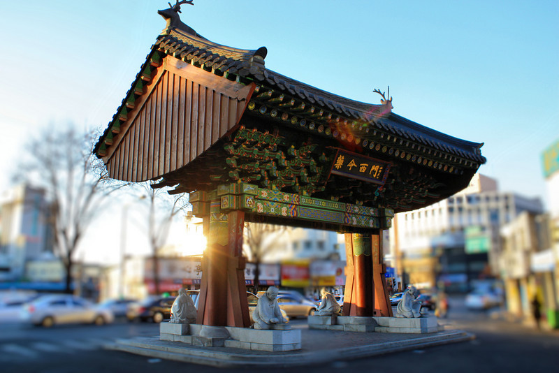 Yannyeong West Gate in Daegu; the traditional tiled roof symbolizes a long history and tradition of Daegu's medicinal market where herbs and natural health products are sold.