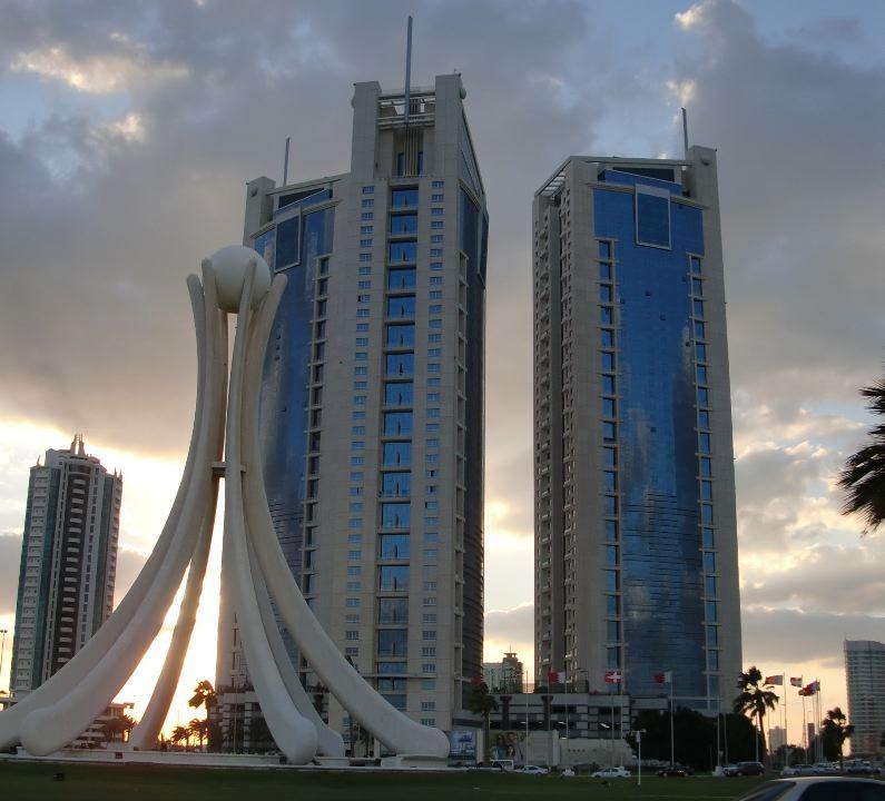 pearl monument manama bahrain