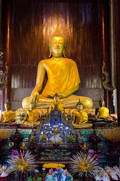 Seated buddha at Wat Pahn Tao.