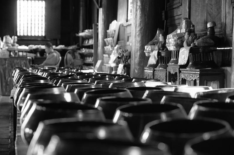 Water offering bowls at Wat Phan Tao.