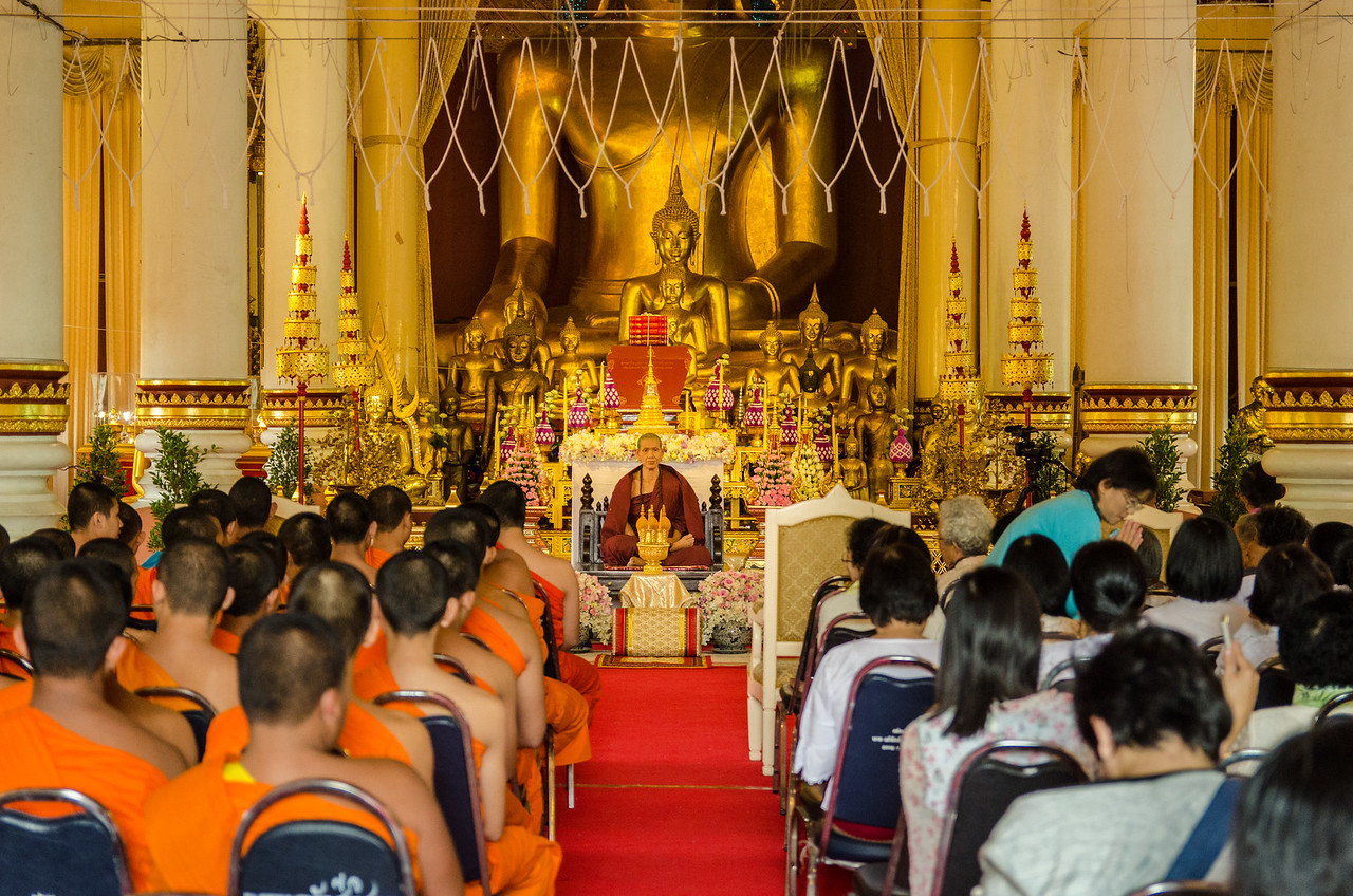 Monks and worshipers inside Virhan Luang.