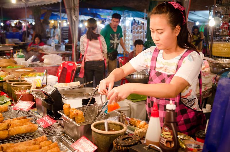 Tha Phae Gate night market.