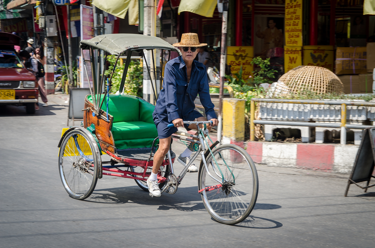 Barack Obama driving a tri-shaw in Chiang Mai.