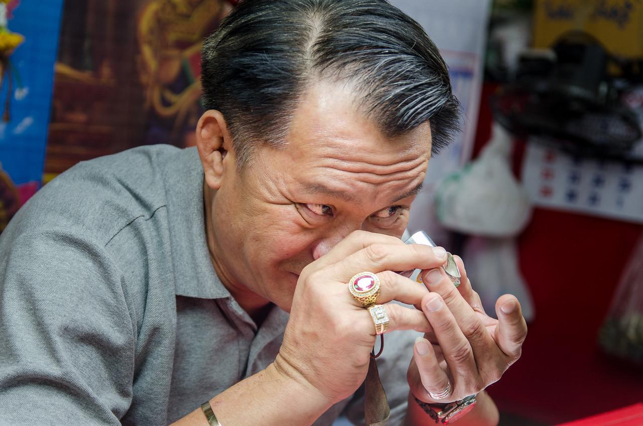 The jewelry man, Warorot Market.