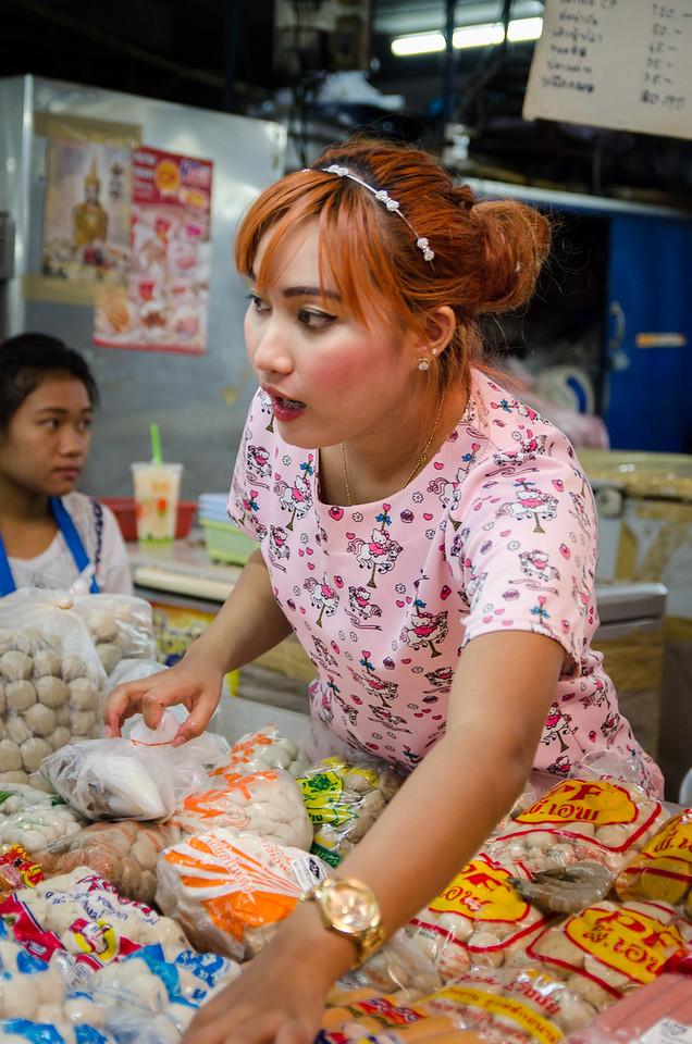 Pretty vendor lady, Warorot Market.