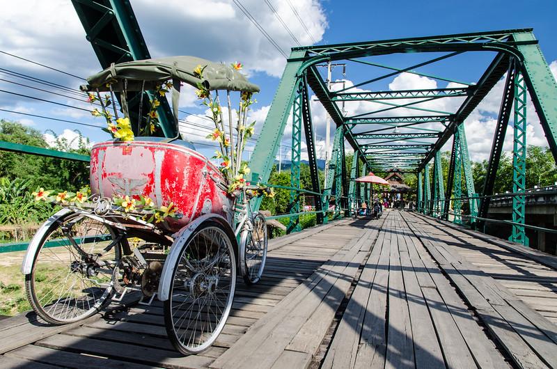 Ta-Pai bridge and tri-shaw.