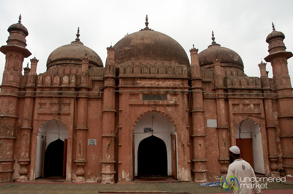 Khan Md Mirdha Mosque in Old Dhaka, Bangladesh