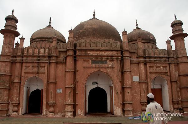 Khan Md Mirdha Mosque in Old Dhaka, Bangladesh