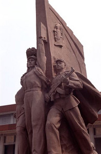 Revolutionary statue in Tian'an Men Square