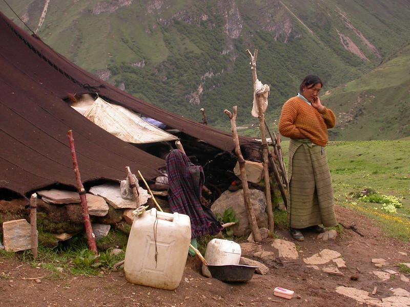 Bh 1631 Yakherders in Golung Chu