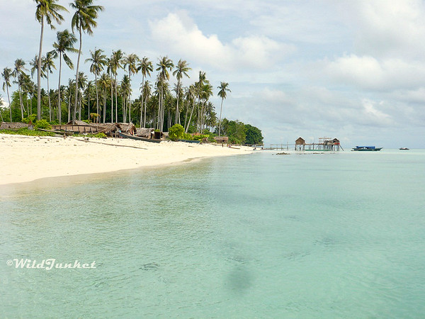 Why you should travel Malaysia - Borneo beaches