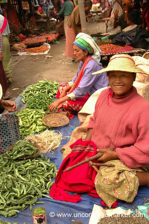 Happy Vendors, Nam Pan Market - Inle Lake, Burma
