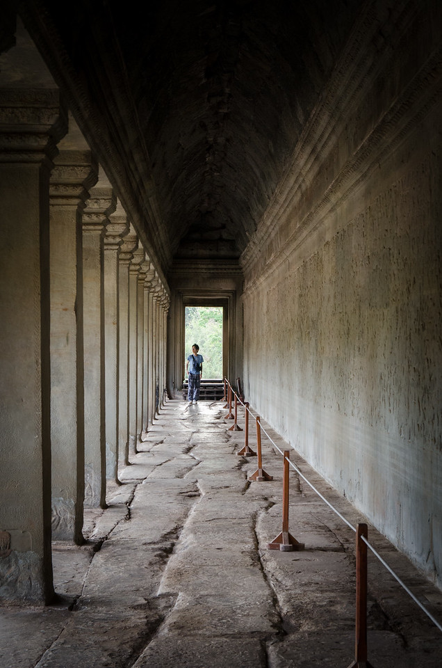 The wall in this long hallway is covered with Bas-Reliefs depicting the Battle of Kurukshetra.