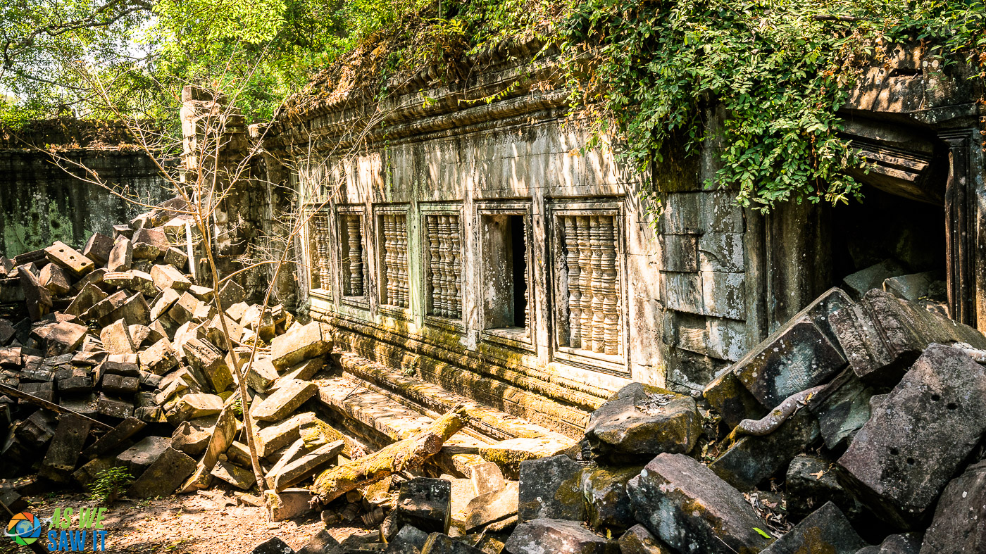 tumble-down rocks at Boeng Mealea temple, overgrown like the one at Ta Prohm