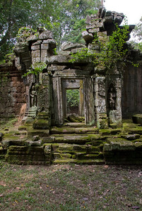 Dilapidated doorway at the back of the Angkor Wat ruins