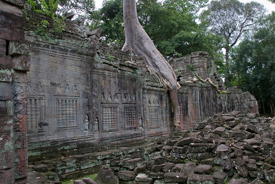 Wall inside the Angkor Wat temple ruins