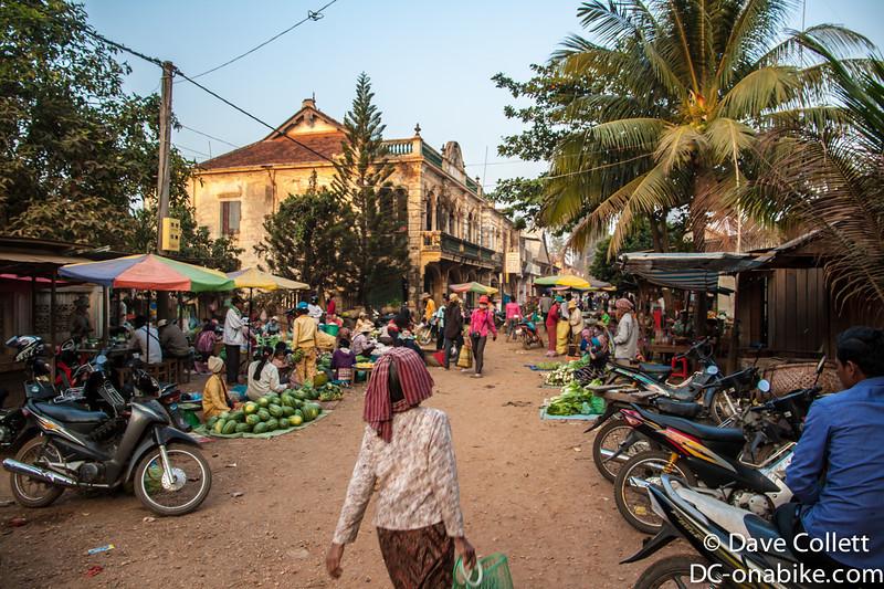 Early morning market in Chhlong