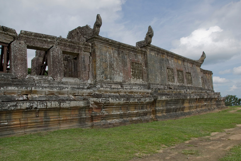 Large walls at the Middle Wing ruins in Preah Vihear Temple
