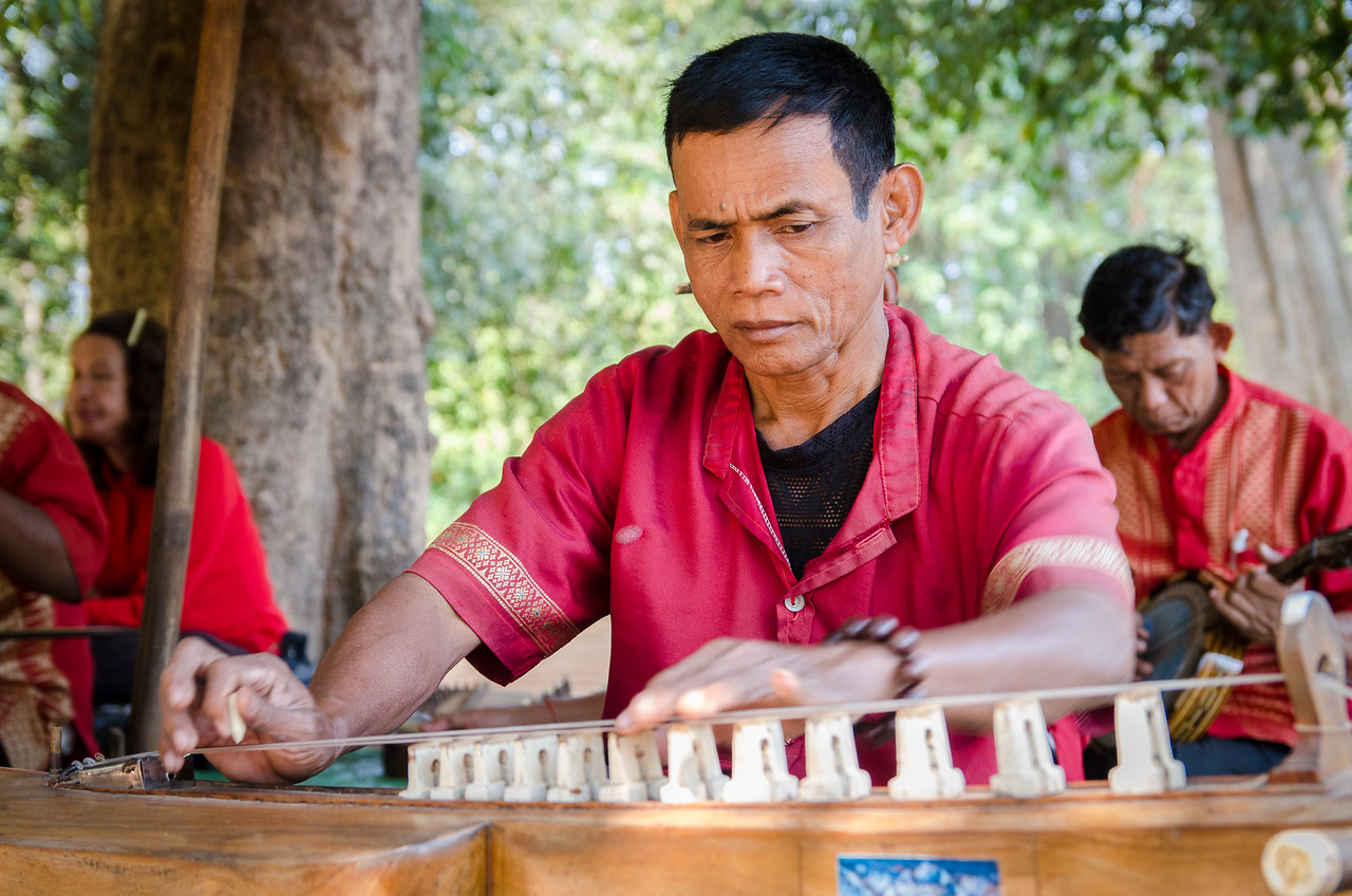 Musicians playing traditional khmer music at Banteay Srei.