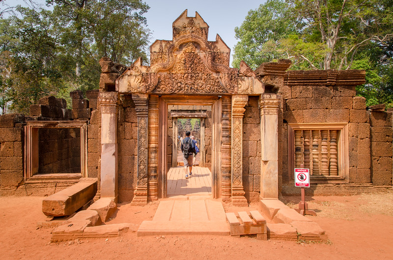 The entrance to Banteay Srei.