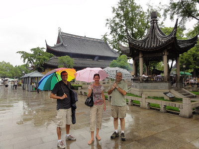 A rainy morning exploring Suzhou temples.