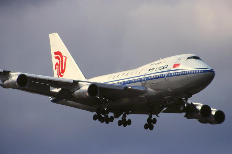 B-2452 Boeing 747SP-J6 c/n 21934 Sydney-Kingsford Smith/YSSY/SYD 02-05-99 (35mm slide)