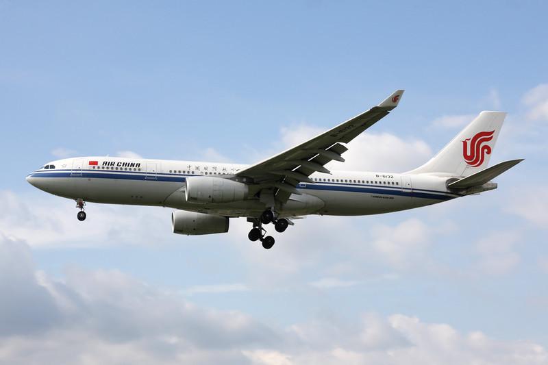 B-6132 Airbus A330-243 c/n 944 Heathrow/EGLL/LHR 05-07-12