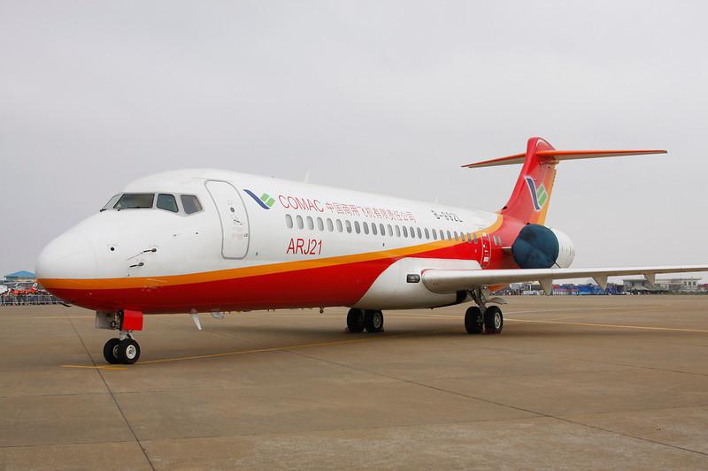 "B-992L COMAC ARJ-21-700 ""COMAC"" c/n 103 Zhuhai/ZGSD/ZUH 16-11-12"