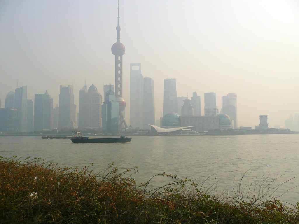 Huangpu River, Shanghai views, Jan 20111