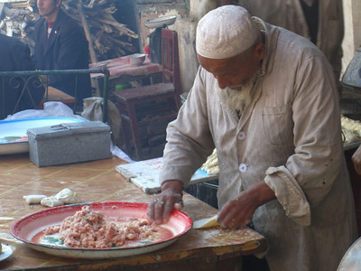 Xinjiang Food: Stuffing Somsas - Kashgar, China