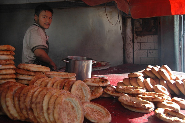 Xinjiang Food: Nan and Girde Nan - Kashgar, China