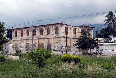 Abandoned, roofless building in Dili, East Timor