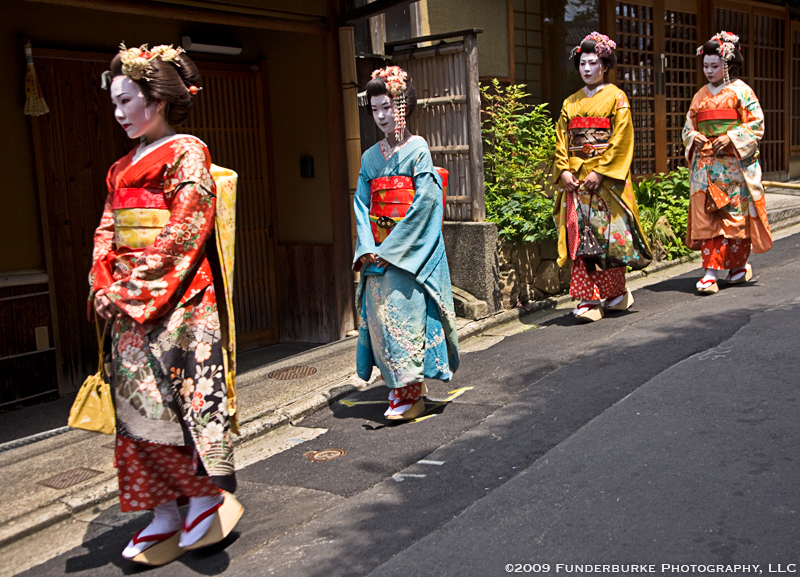 Geishas - Kyoto, Japan