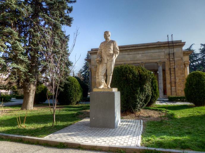stalin statue gori