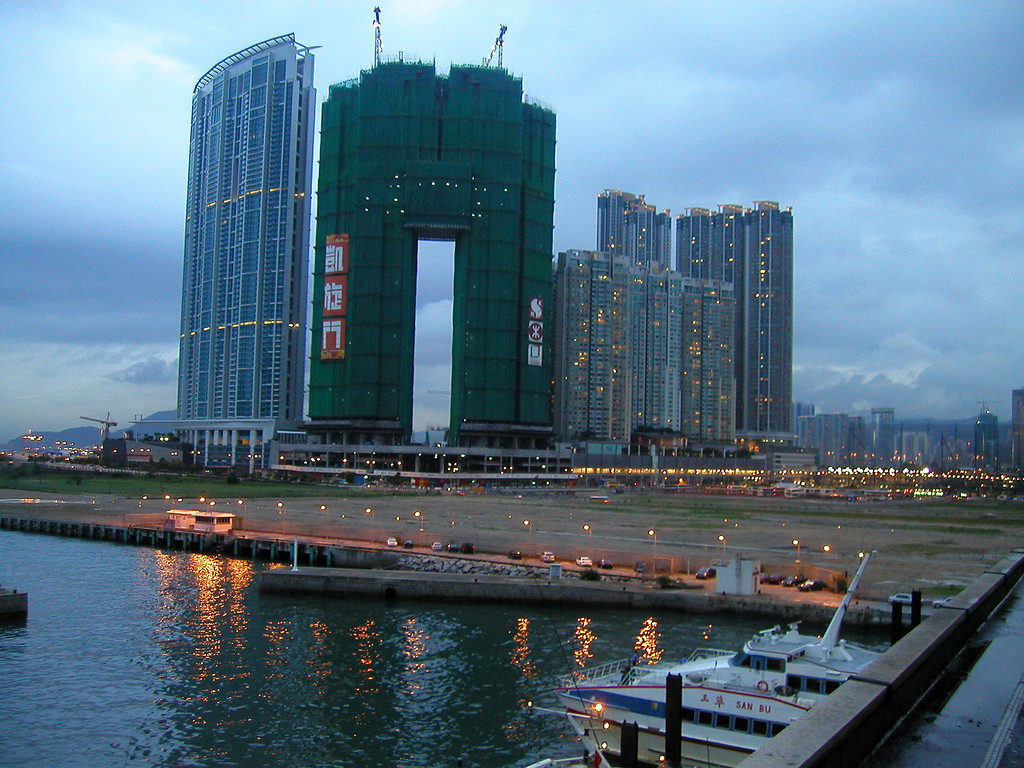 Kowloon apartment construction (2002)