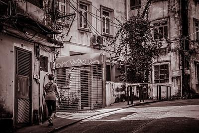 Street life scene around Patio de S. Domingos.