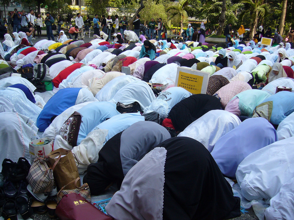 This very peaceful and quiet rally in 2006 was held because of recent very negative cartoons  about Muslims, that had been published in Europe.