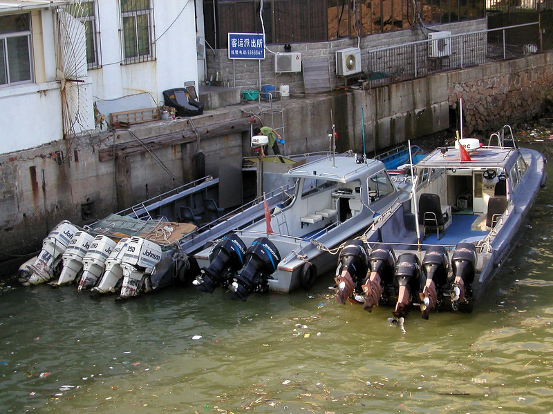 Police boats,  how many motors do you really need? - Shekou  Shenzhen China Aug 2002,