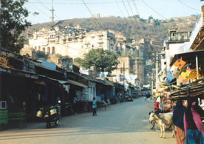 Bundi street with palace behind