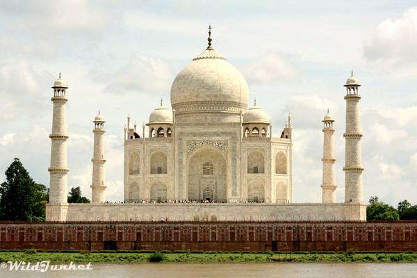 http://photos.wildjunket.com/Asia/India/Agra/i-KNsCf82/1/M/IMG_9061-M.jpg