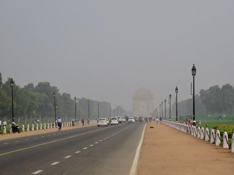India Gate shrouded by smog - Delhi, India