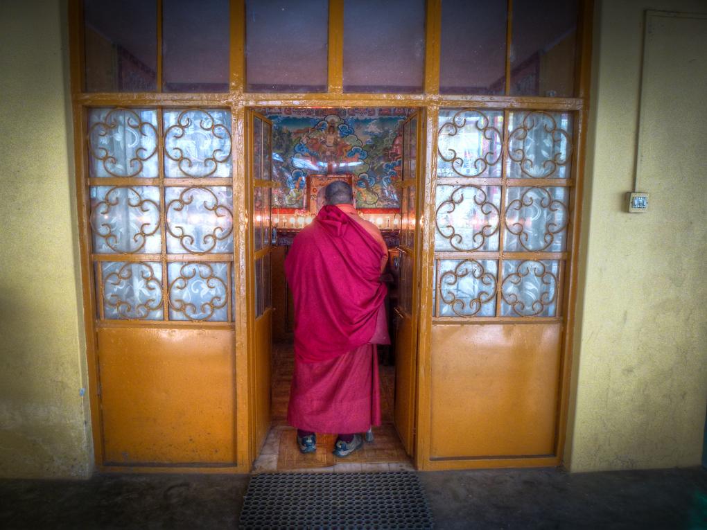 tibetan monk praying