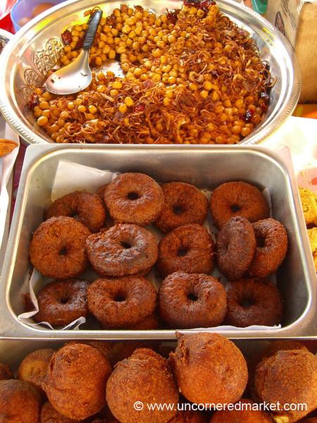 Indian Snacks, Chana Masala and Vada - Penang, Malaysia