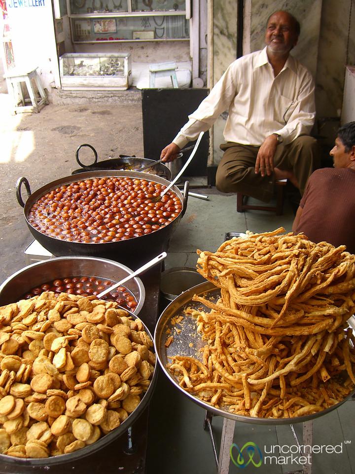 Cooking up Galub Jamun - Udaipur, India